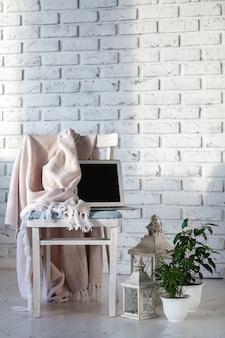 Minimale witte woonkamer