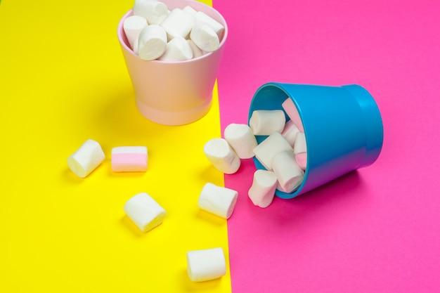 Minimale zoete marshmallow op kleur