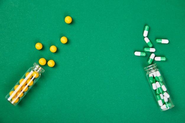 Minimalisme stijlsjabloon voor blog met medische pillen.