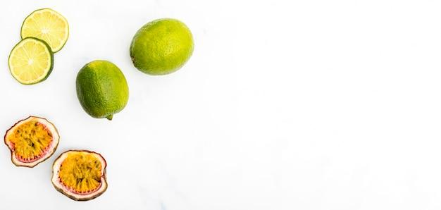 Minimalistisch fruit met schaduw kopie ruimte
