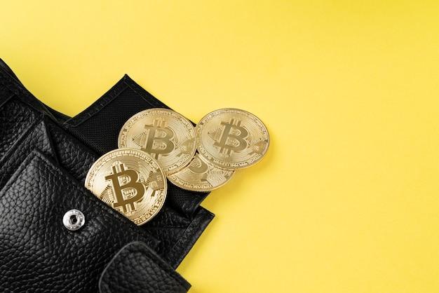 Minimalistisch stillevenassortiment met cryptocurrency