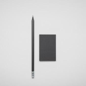 Minimalistisch visitekaartje en pen