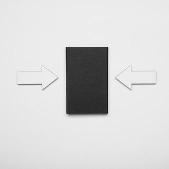 Minimalistisch visitekaartje en pijlen