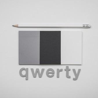 Minimalistisch visitekaartjes qwerty woordconcept