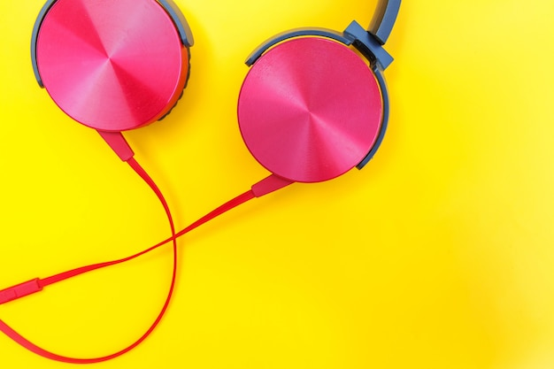 Minimalistische eenvoudige foto van oortelefoons