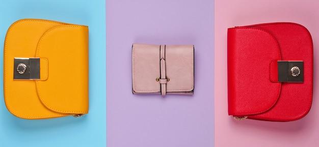Minimalistische mode. damesmode accessoires. twee leren tassen, portemonnee. bovenaanzicht