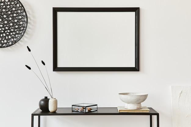Minimalistische stijlvolle compositie van creatief kamerinterieur met mock-up posterframe, metalen plank en persoonlijke accessoires. zwart-wit begrip. sjabloon.