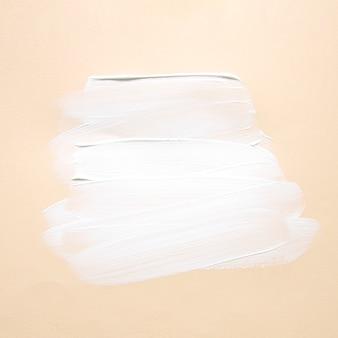 Minimalistische verfstreken op papier