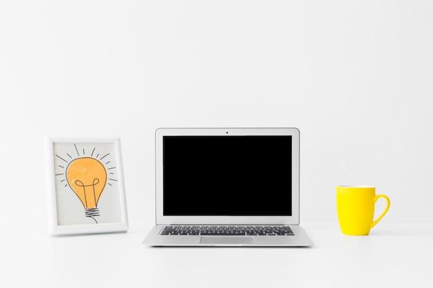Minimalistische werkruimte voor geweldige ideeën