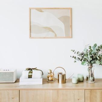 Minimalistische woonkamer in scandinavische stijl met fotolijst op witte muur houten tafel met geschenkdoos, eucalyptusboeket met kaarsen en radio