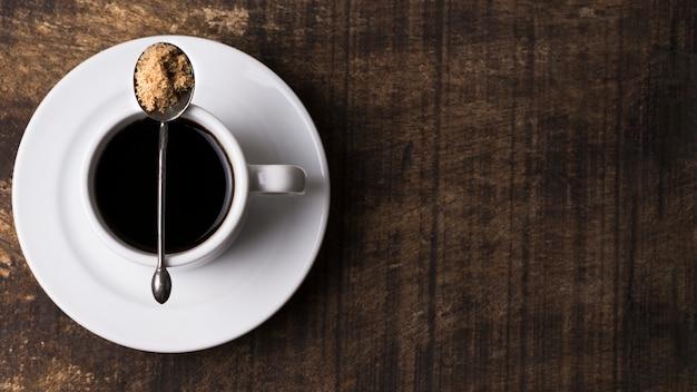 Minimalistische zwarte koffie en kopie ruimte
