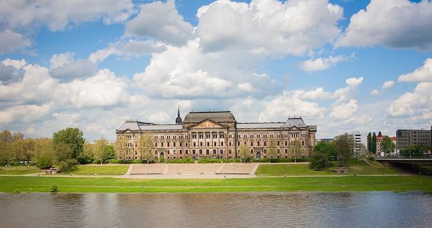 Ministerie van financiën en saksische staat