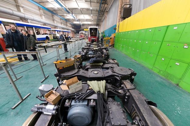 Minsk, wit-rusland - 22 februari 2018: apparatuur voor autoproductie