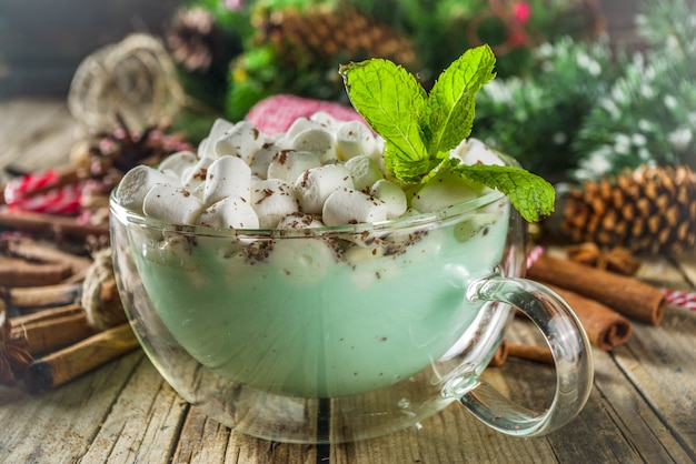 Mintwitte warme chocolademelk