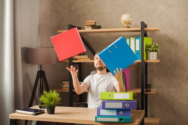 Misbruikt op het werk, beslissingen nemen op het werk.
