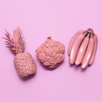 Mix groenten en fruit in roze verf surrealistische minimal art stilfile fashion vegan