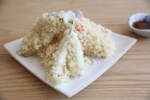 Mix tempura op houten ondergrond