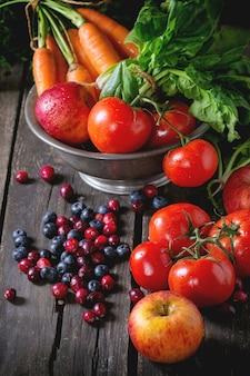 Mix van fruit, groenten en bessen