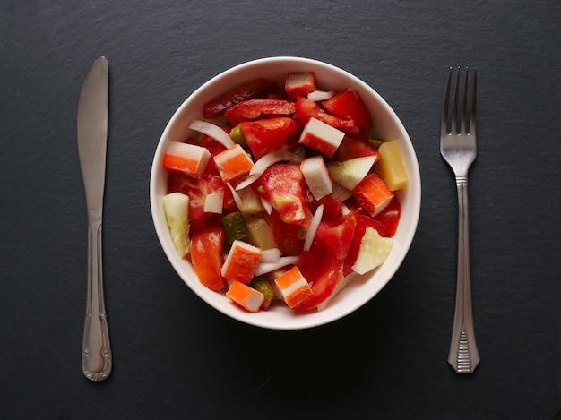 Mix van fruitsalade met bestek