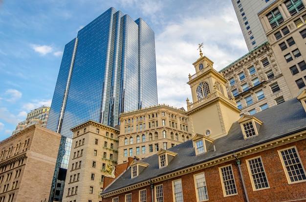 Mix van moderne en oude architectuur in het centrum van boston, vs.