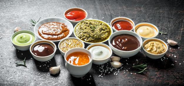 Mix van verschillende soorten sauzen.