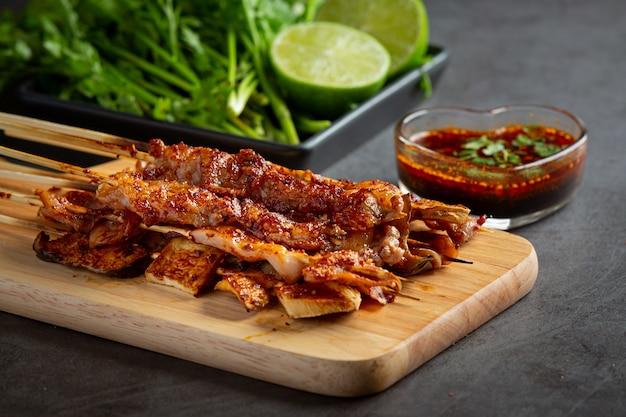 Mixed grill met gekruide mala, sichuan peper, chinese kruiden.