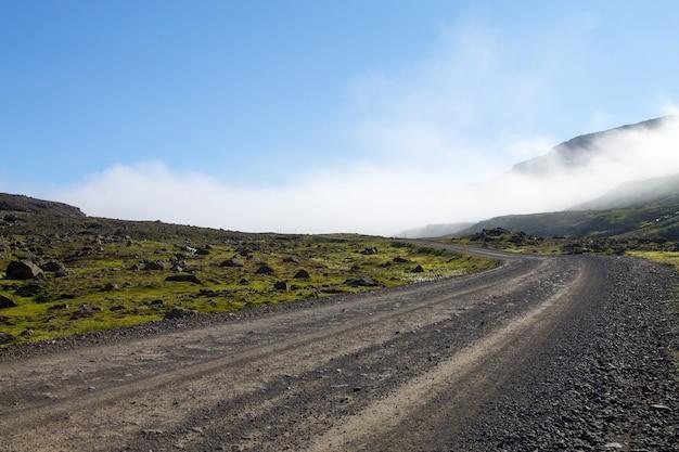 Mjoifjordur landelijk landschap, oost-ijsland