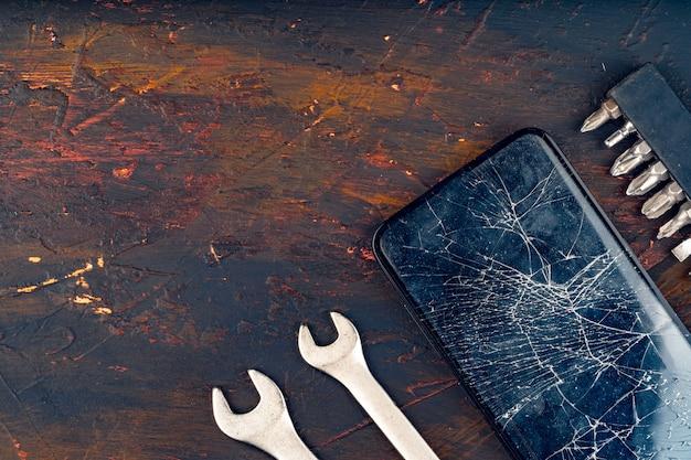 Mobiele smartphone met gebroken scherm