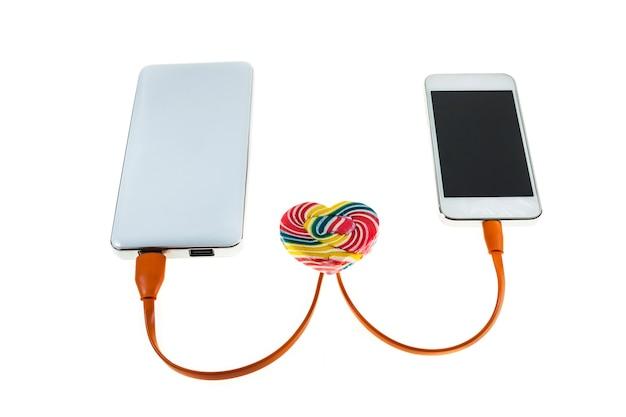 Mobiele telefoon houdt van een powerbank