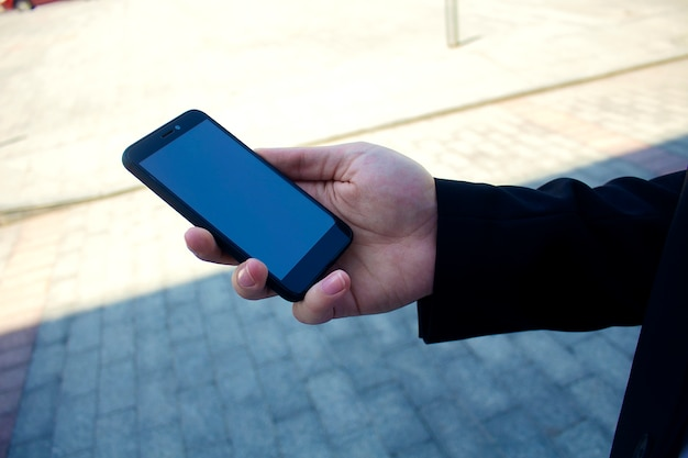 Mobiele telefoon in de hand
