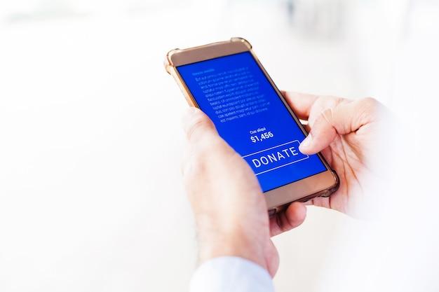 Mobiele telefoon met donatieknop