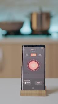 Mobiele telefoon met draadloze software voor verlichtingsautomatisering