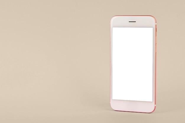 Mobiele telefoon op roze tafel