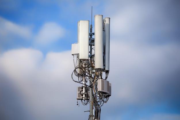 Mobiele toren op hemel