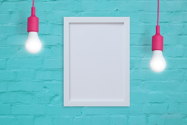 Mock-up frame op een turquoise bakstenen muur met gloeilampen. voeg uw tekst of afbeelding in