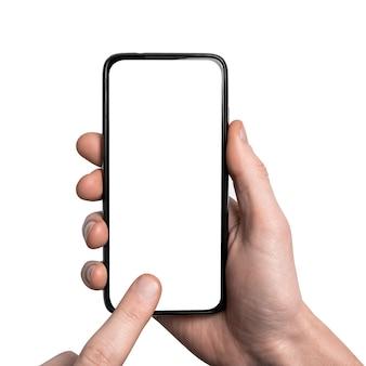 Mock-up, mockup. man hand met de zwarte smartphone met frame minder leeg scherm en modern frameloos ontwerp, verticaal - geïsoleerd op wit. uitknippad. ui-ontwerpinterface.
