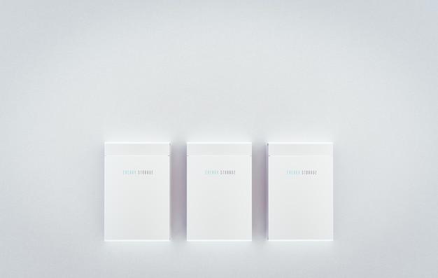 Mock-up van een residentieel geïntegreerd batterij-energieopslagsysteem. meerdere moderne witte batterijen gemonteerd op een schone muur. 3d-rendering.