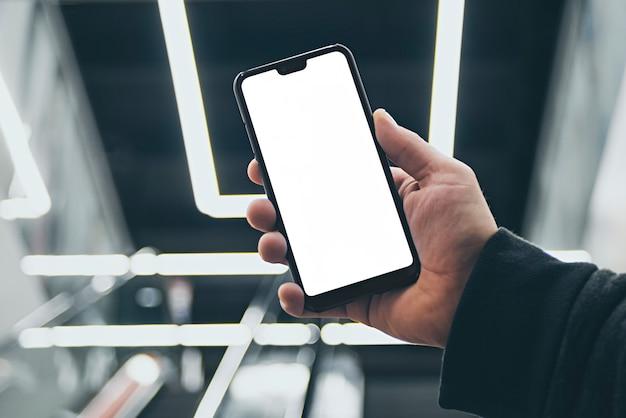 Mock up van een smartphone in de hand