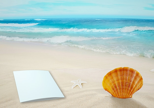 Mockup-brochure over sand