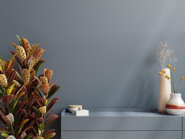 Mockup-muur met plant, donkerblauwe muur en plank. 3d-rendering