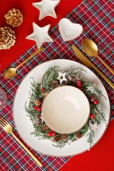 Mockup van feestelijke decoratie van kerst tafel voor het feest