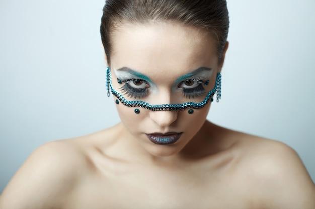 Mode brunette model met schoonheid lichte make-up