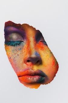 Mode creatieve kunst van make-up. abstracte kleurrijke plonsamenstelling. holi-festival