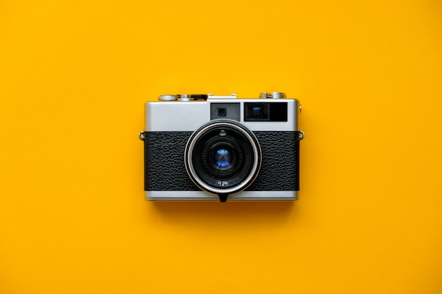 Mode filmcamera op geel