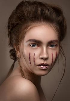 Mode foto van brunette blonde schoonheid jonge meisje met stijlvolle