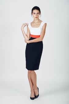 Mode foto van jonge prachtige vrouw in een zwarte