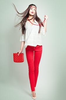 Mode foto van jonge prachtige vrouw. studiofoto