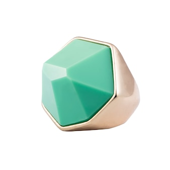 Mode goud en mint sieraden close-up op witte achtergrond