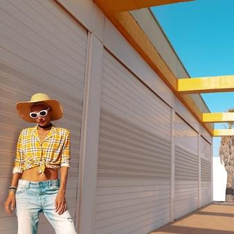 Mode meisje. landelijke stijl. vakantie outfit