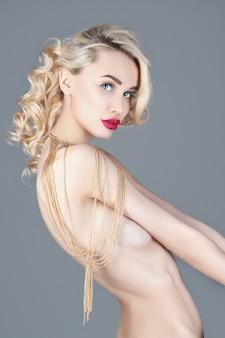 Mode schoonheid naakte blonde vrouw